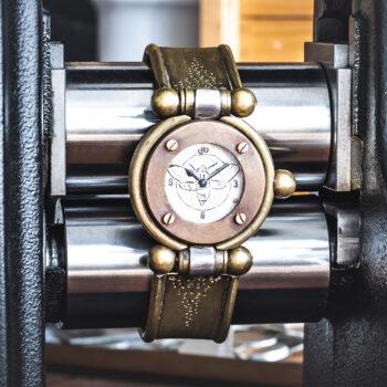 Armbanduhr anfertigen lassen - Atelier Horloges - Uhr mit Flügeln - Moonwalker