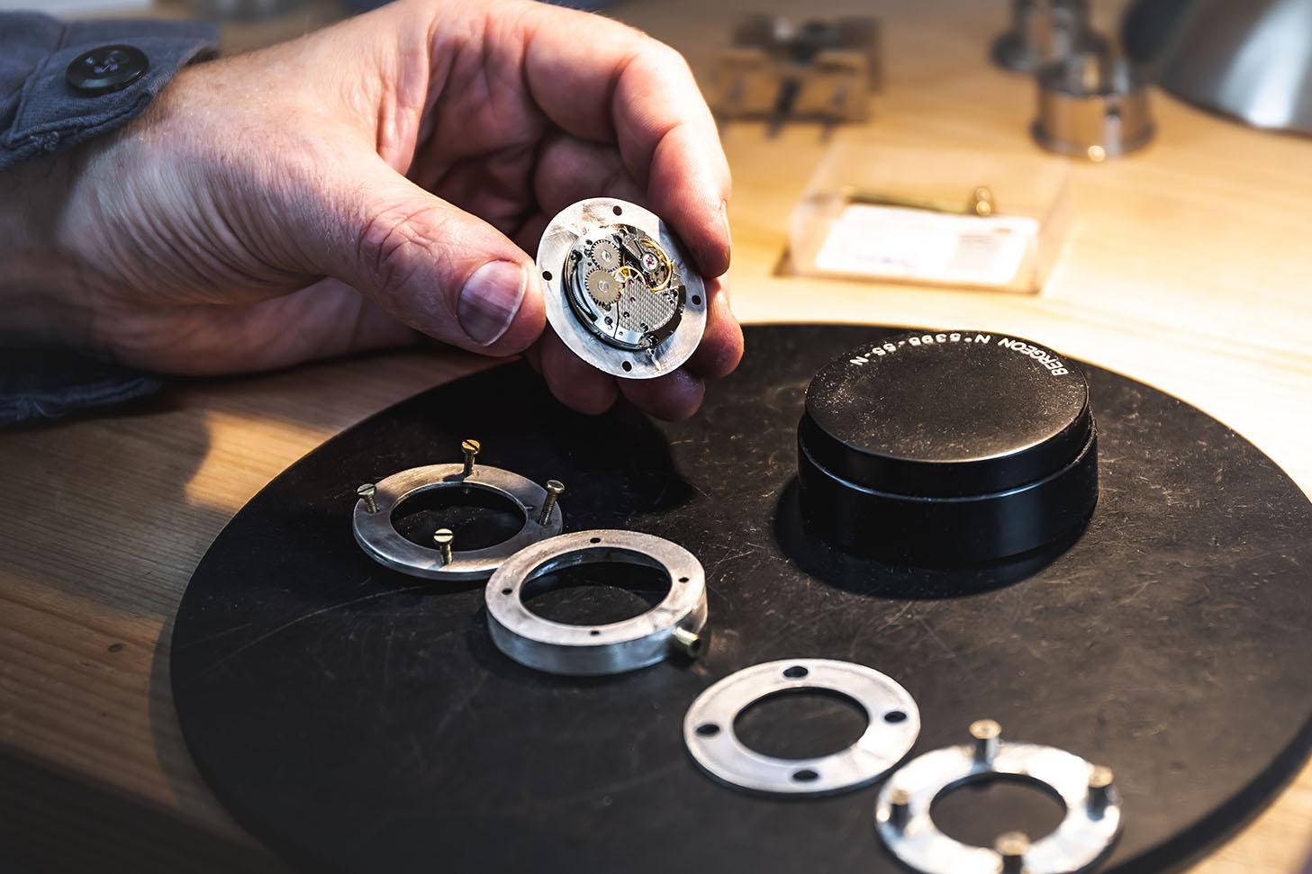 Uhren Leopold - Uhrwerk ETA 2801-uhrengehäuse aus silber-zifferblatt