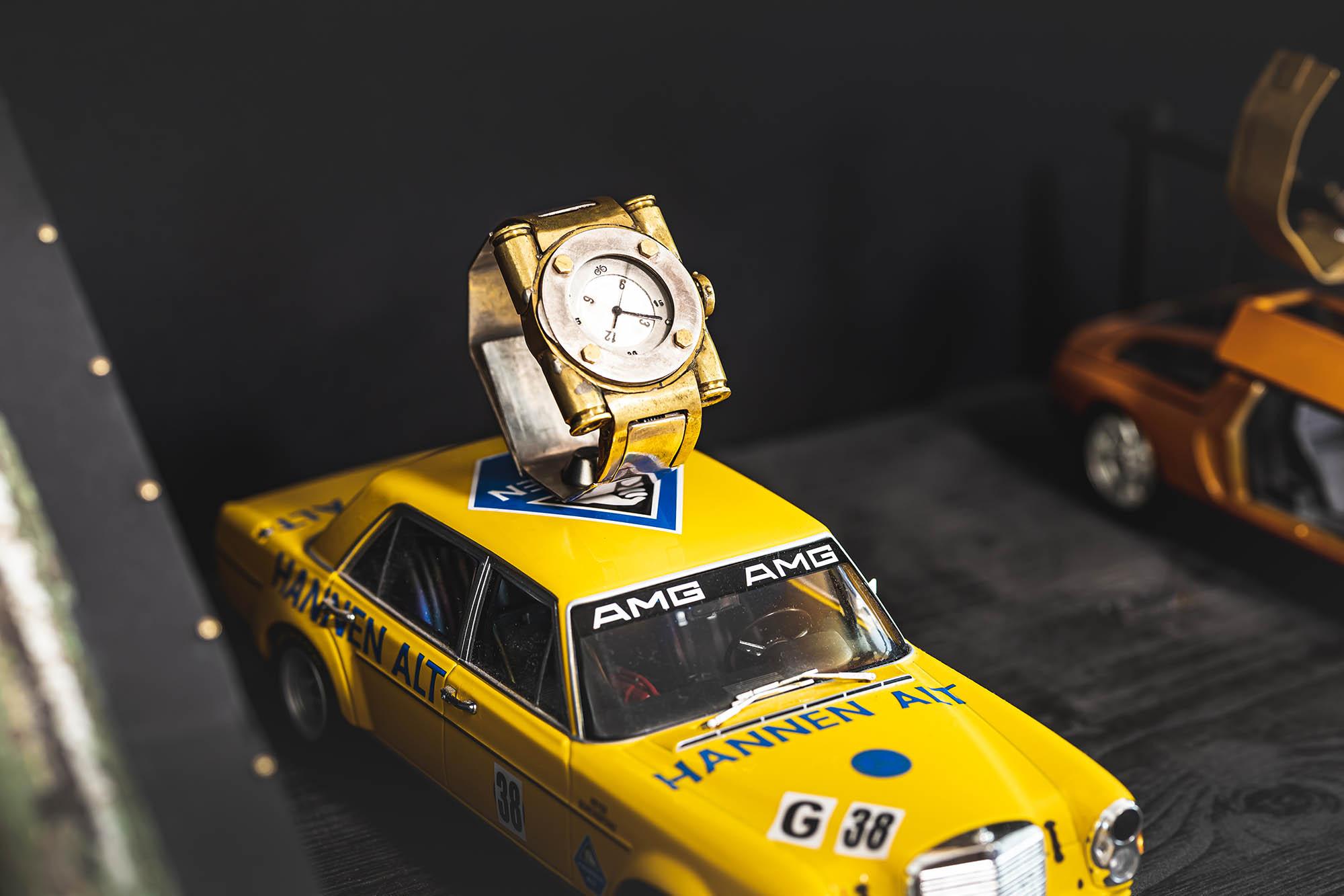 Mercedes Flügeltüren Uhr - Atelier Horloges - Gehäusebau